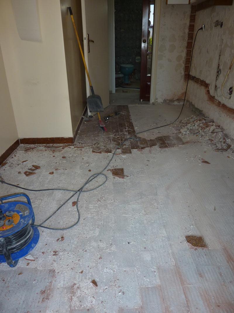 Ergasies Anakainisis Apoxilosi Plakidion Patomatos House Renovation Basement Media Wiring Social