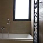 Ανακαίνιση Λουτρού: Οψη μπάνιου με καλοριφέρ πετσετοκρεμάστρα
