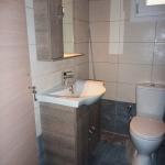 Ανακαίνιση Μονοκατοικίας: Επιπλο μπάνιου και λεκάνη