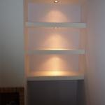 Ανακαίνιση Μονοκατοικίας: Ράφια με κρυφό φωτισμό