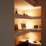 Ανακαίνιση τζακιού: Ράφια με κρυφό φωτισμό