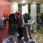 Κατασκευή Βιτρίνας: Αντρική Βιτρίνα Ρούχων