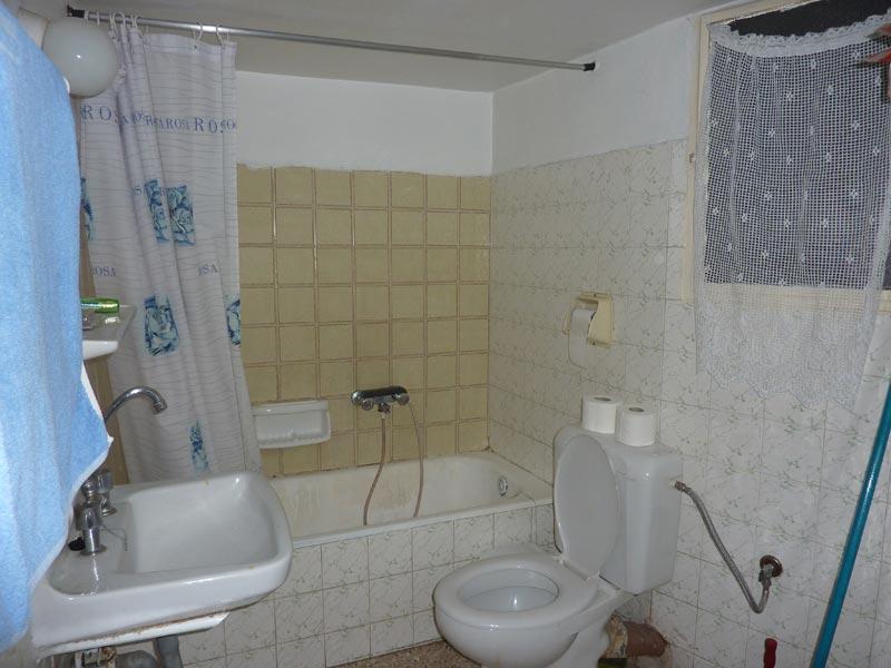 Ανακαίνιση μπάνιου στο Βύρωνα πριν: Μπάνιο Πριν