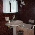 Ανακαίνιση Γαλάτσι: νεροχύτης μπάνιου πριν την ανακαίνιση